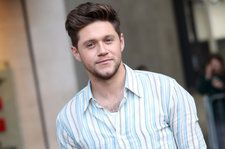 Niall Horan Haunts a Hotel Hot Tub on Christmas in 'SNL' Skit: Watch