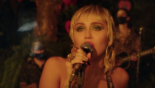Watch Miley Cyrus Cover The Cranberries, The Cardigans, The Cure, & More
