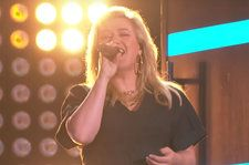 It Turns Out Kelly Clarkson *Can* Turn Back Time: Watch Her Powerful Cher Cover