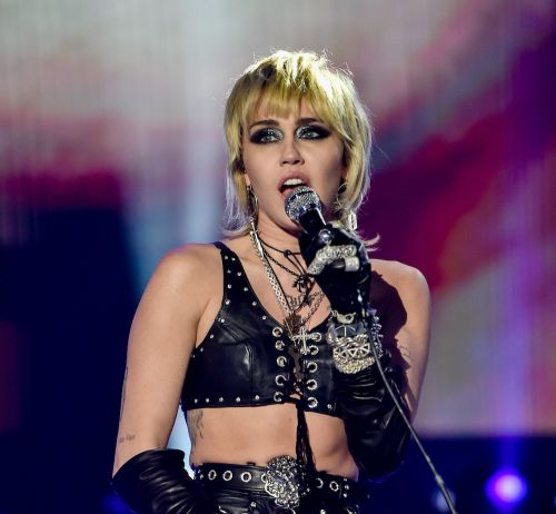"""Watch Miley Cyrus Cover Pixies' """"Where Is My Mind"""" At Lollapalooza"""