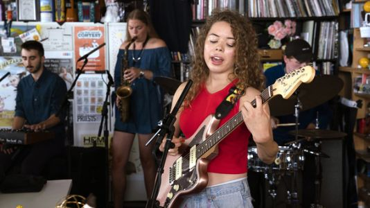 Nilüfer Yanya: Tiny Desk Concert