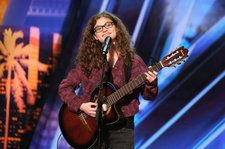 Brad Paisley Gives 15-Year-Old 'America's Got Talent' Contestant Sophie Pecora the Golden Buzzer: Watch