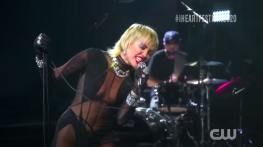 """Watch Miley Cyrus Cover Blondie's """"Heart Of Glass"""" At iHeartRadio Festival"""